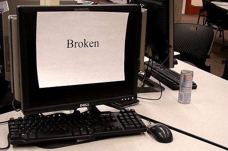 A-Broken-Computer-May-Be-a-Nightmare-for-an-Inexperienced-Performer
